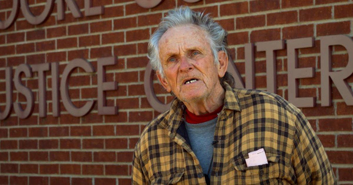 Liberen YA al  hombre de 76 años encarcelado por alimentar gatos callejeros.